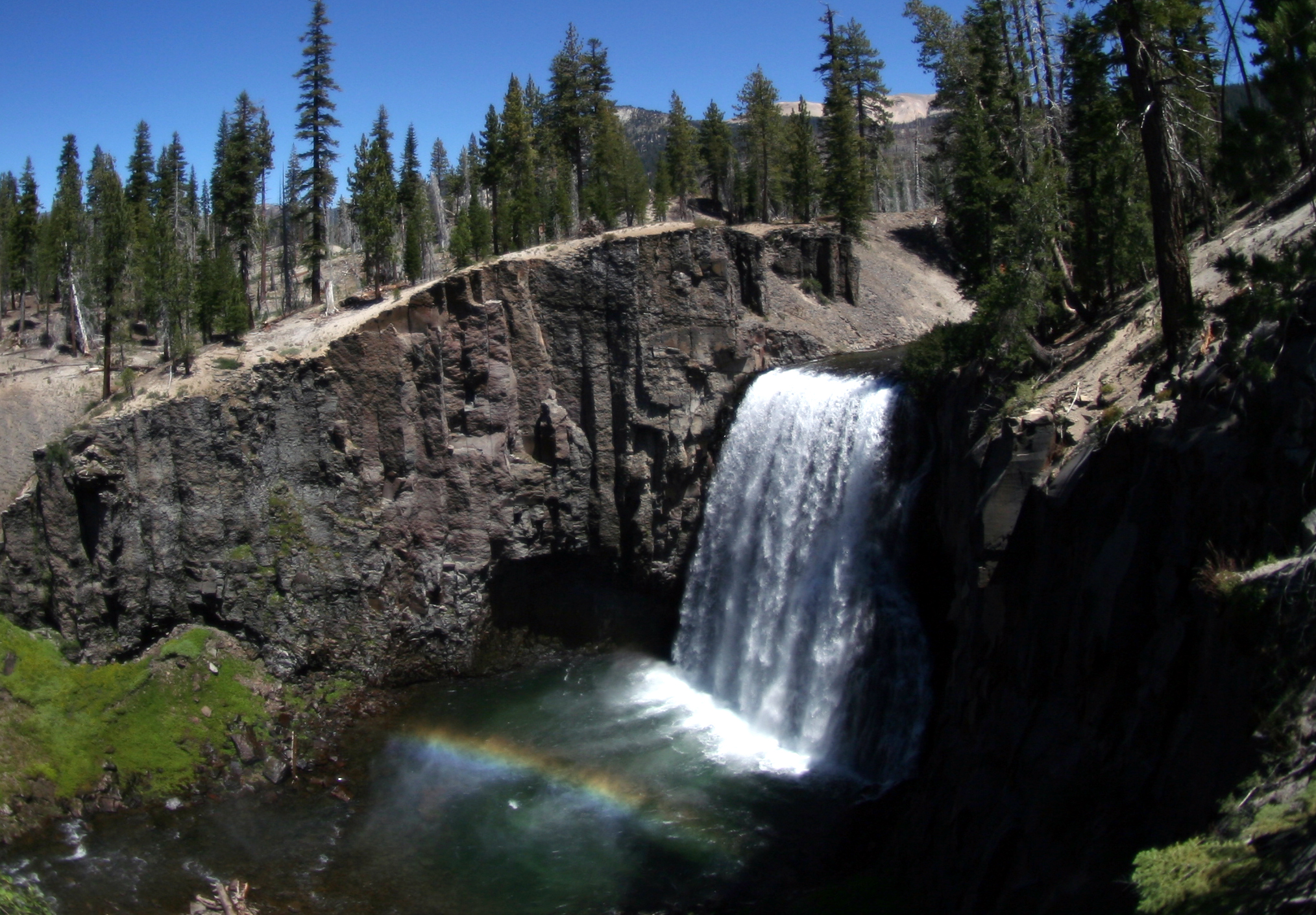 Rainbow_fall_at_Devils_Postpile_National_Monument